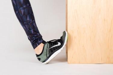 کشش نرمه ساق پا به کمک دیوار