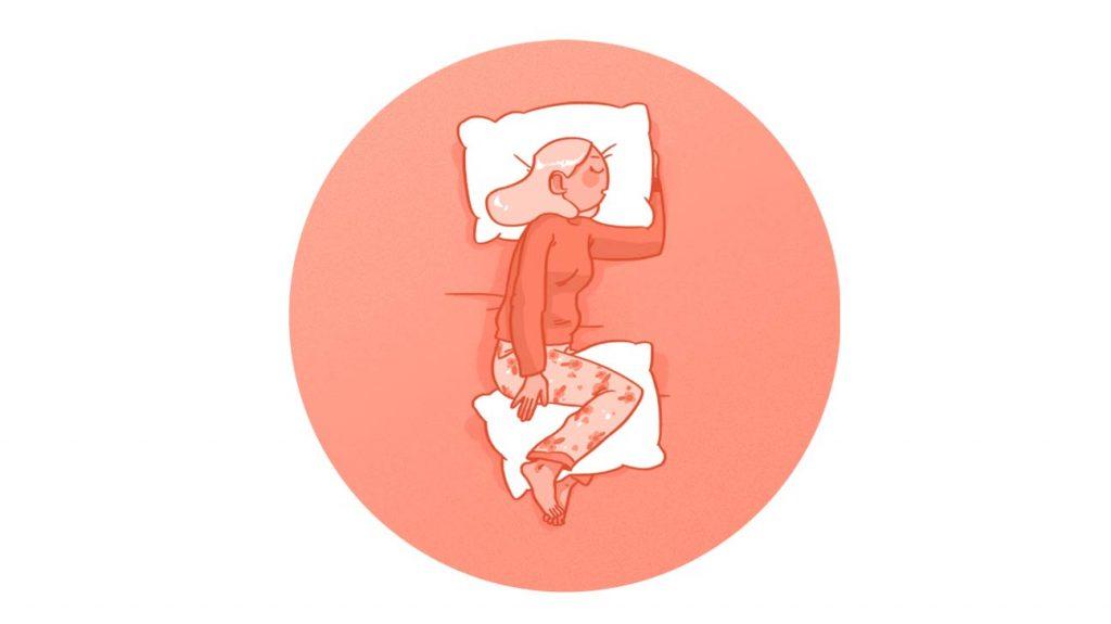 خوابیدن به پهلو و قرار دادن یک بالشت بین زانوها